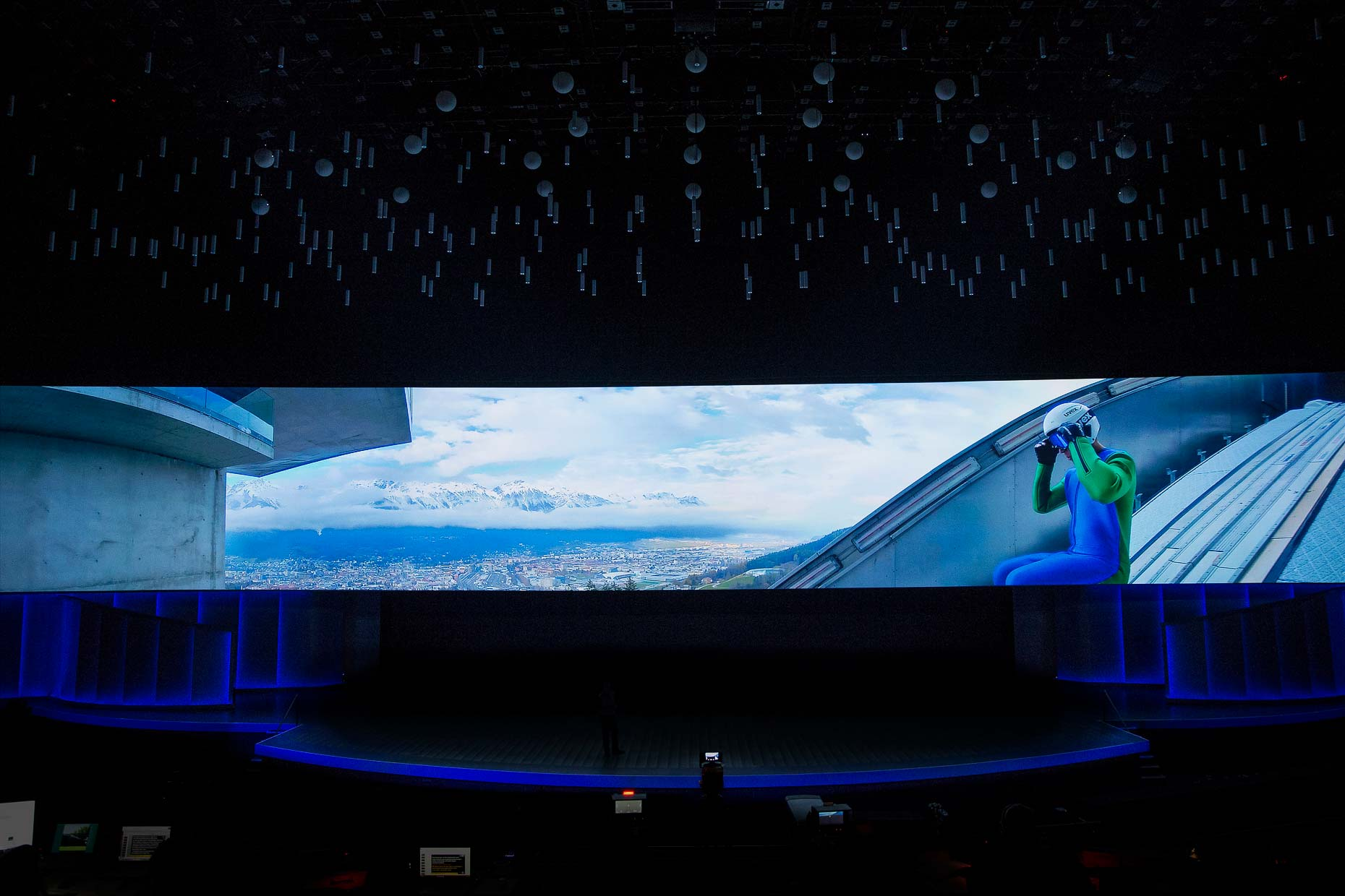 Intel-Keynote-CES2018-VR-Screen-00690b
